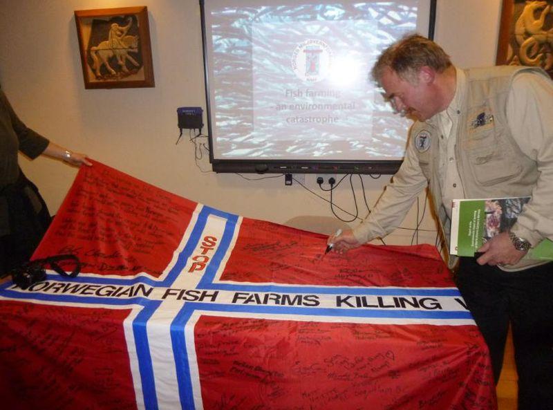 Kurt signing flag on Skye