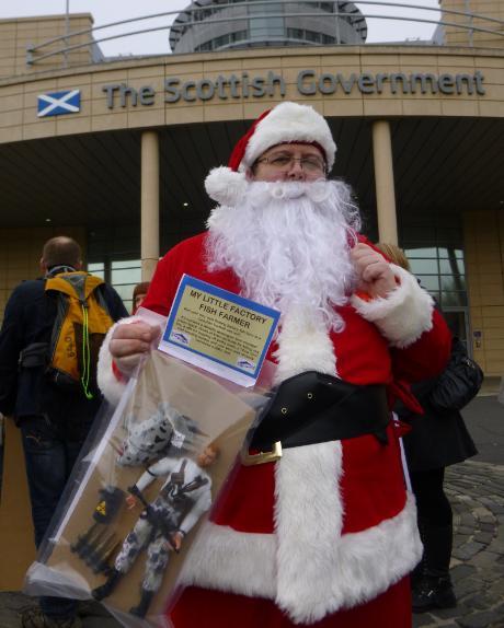 Photo #12 Santa outside SG