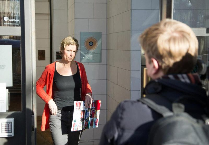 Photo #5 Lise angry speaking to TV2