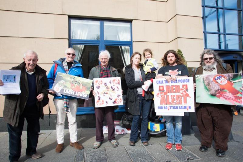 Photo 3 Group outside Macdonald Holyrood Hotel
