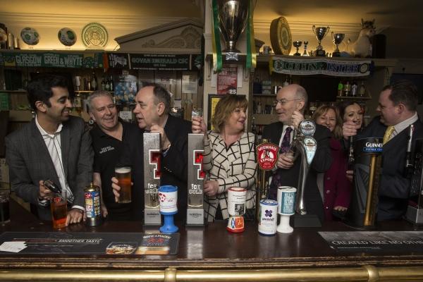 Salmond in pub