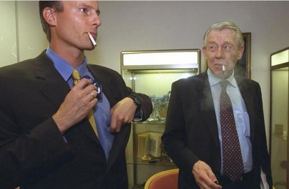 Johan Andresen smoking